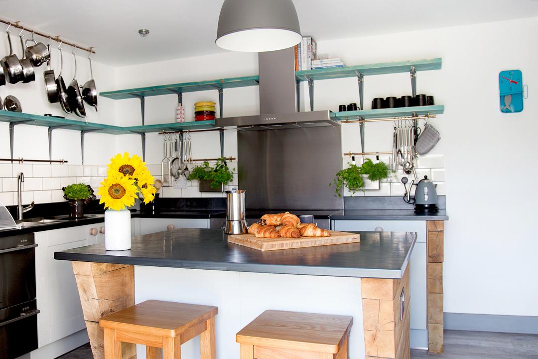 kitchen-breakfast-bar