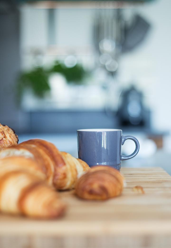 kitchen-breakfast-coffee-croissants