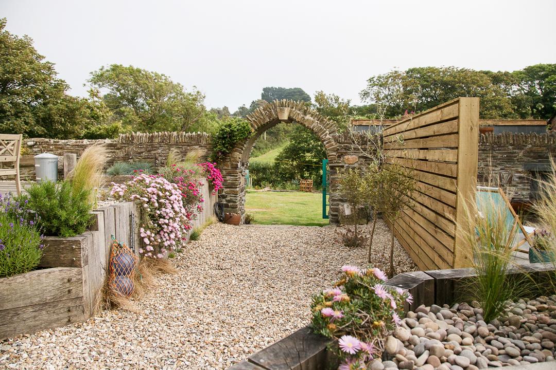 outdoors-garden-arch