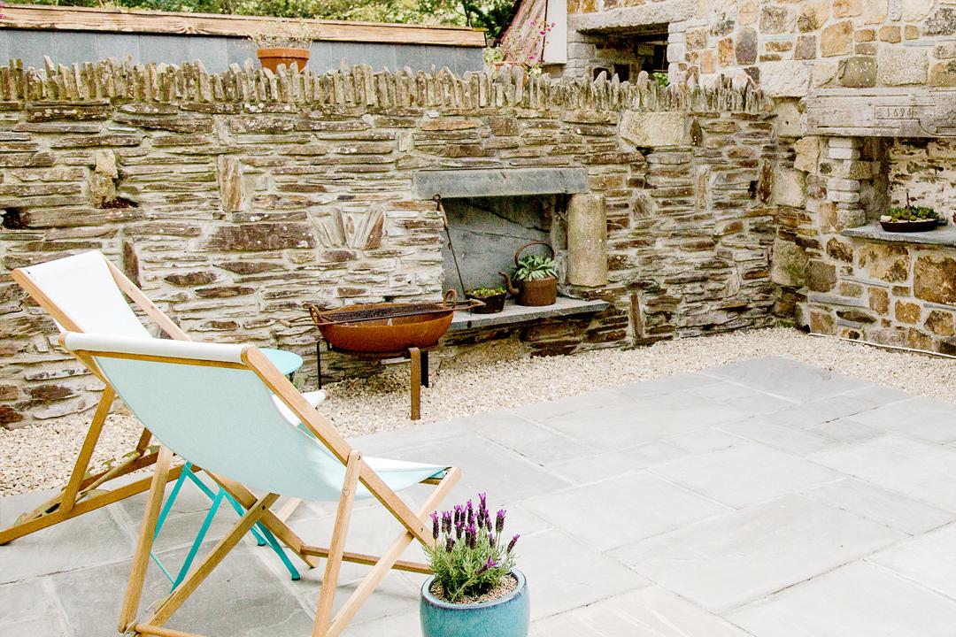 outdoors-patio-brick-wall