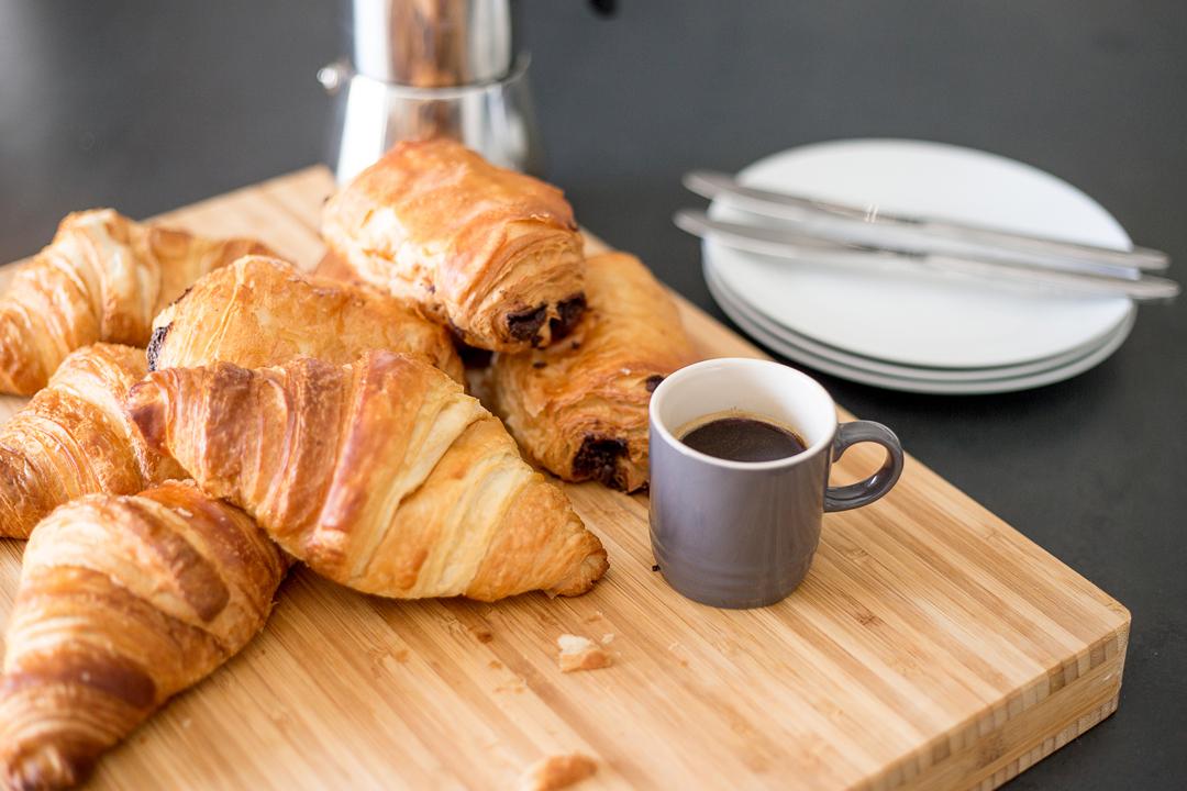 welcome-breakfast-coffee-croissants